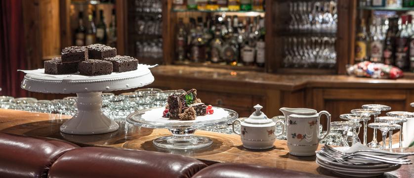 switzerland_zermatt_hotel-national_cake-afternoon-tea.jpg (1)